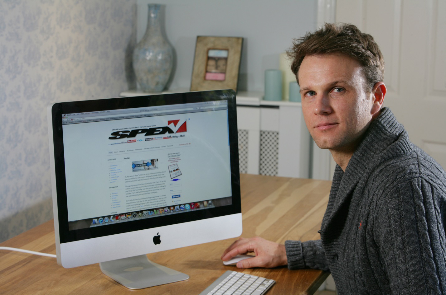 Picture of Spex Hair (Spencer Stevenson) showing his website.